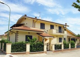 Pineto immobili in vendita a pineto abruzzo for Piani casa da 4000 a 5000 piedi quadrati