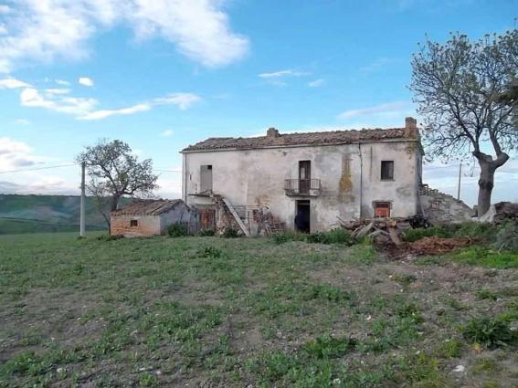 Casa di campagna con terreno in vendita ad atessa abruzzo rifea immobili - Ristrutturare casale di campagna ...