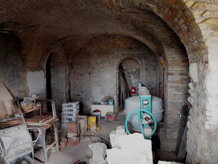 Casa in vendita a pineto da ristrutturare tre piani for Piani di casa rustici con cantina