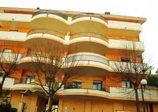 Appartamento in vendita ad Atri con tre camere, due bagni e terrazzo vista mare