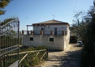 San Martino,Atri,4 Locali Locali,2 BagniBagni,Rustico / Casale,Contrada San Martinello 7,1425